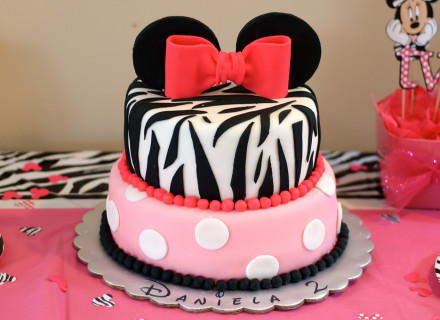Minnie Mouse Cake wo logo - Daniela